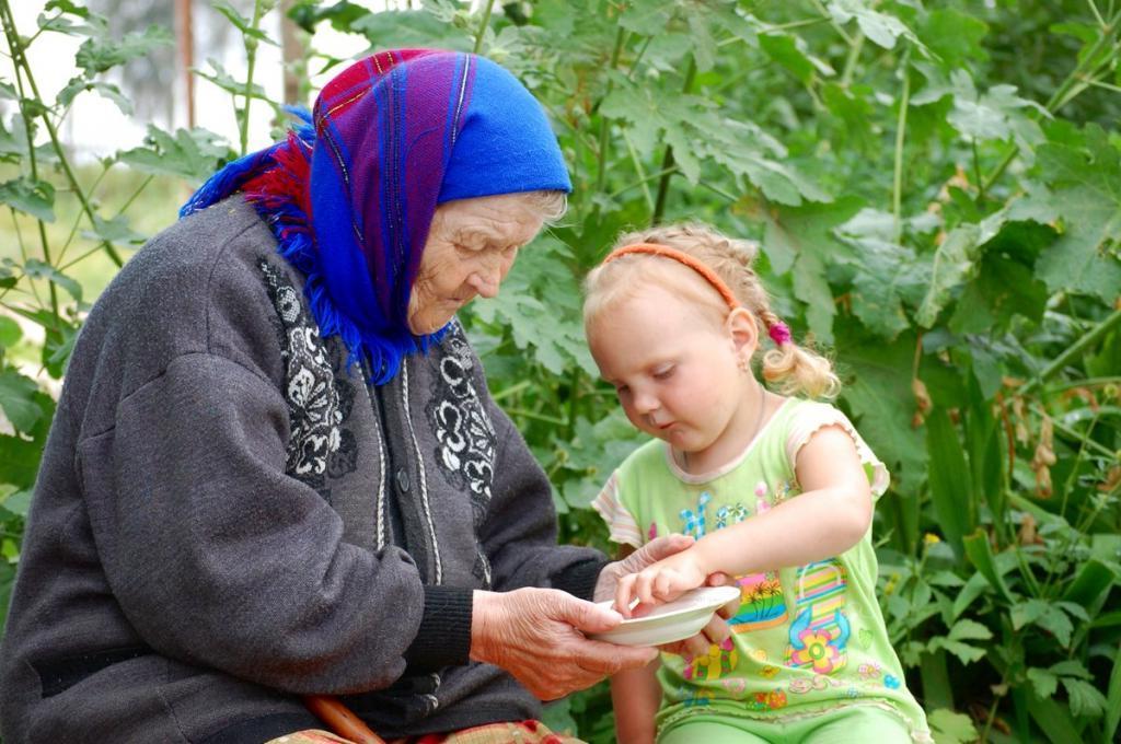 Ребенок написал трогательное сочинение о своей бабушке: отношение, которое заслуживает уважения