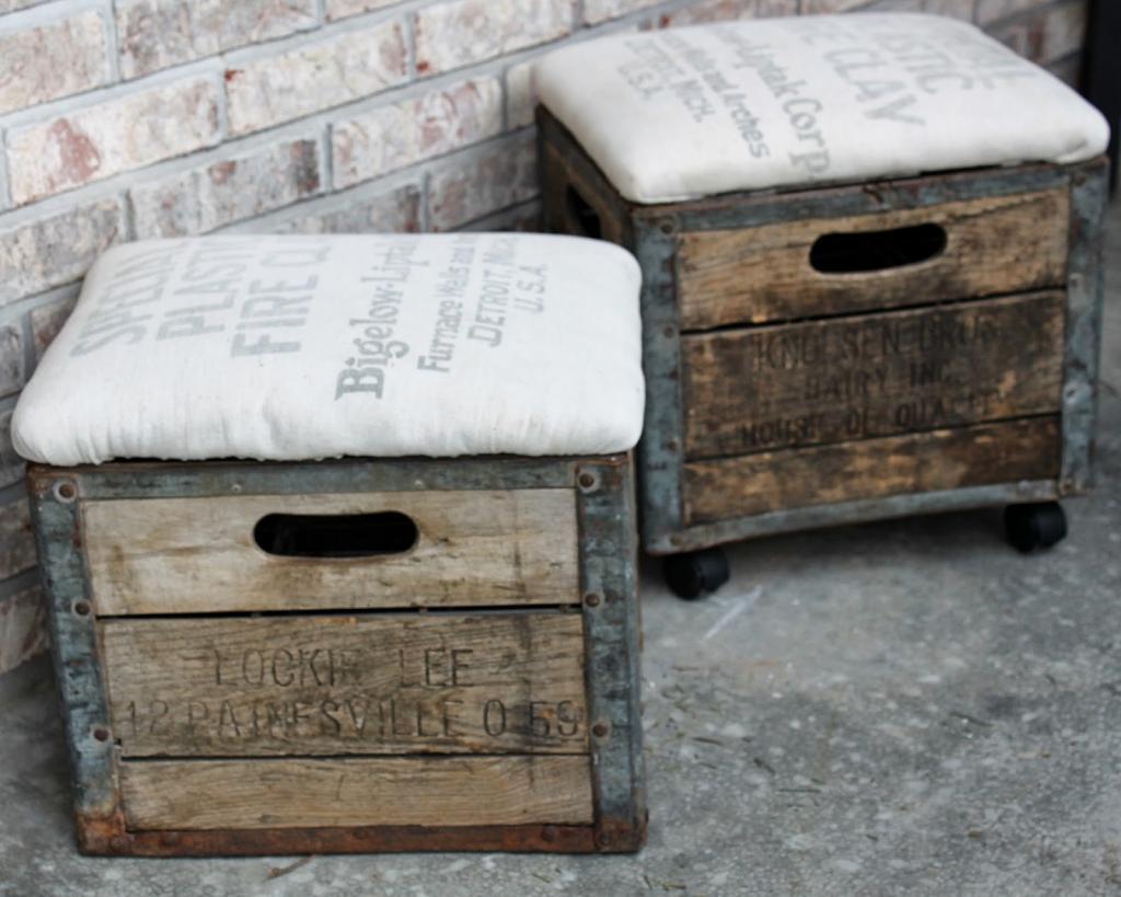 На даче валялись старые ящики. Хотела их сжечь, но муж за пару часов сделал из них неколько пуфиков