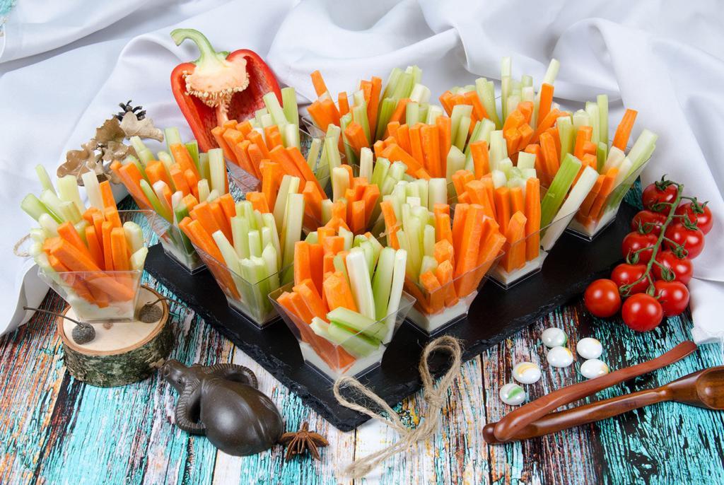 Подруга показала, как сохранить свежесть моркови и сельдерея больше месяца: лайфхак