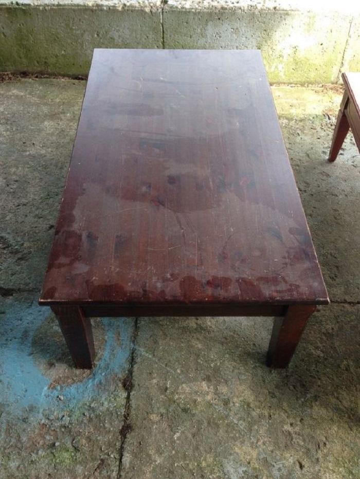 Не стала выкидывать старый столик из 90-х: отреставрировала и поставила дома