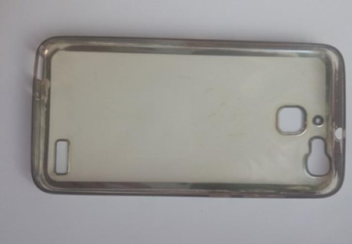 Решила проверить, сможет ли сода очистить силиконовый чехол для телефона: результаты эксперимента