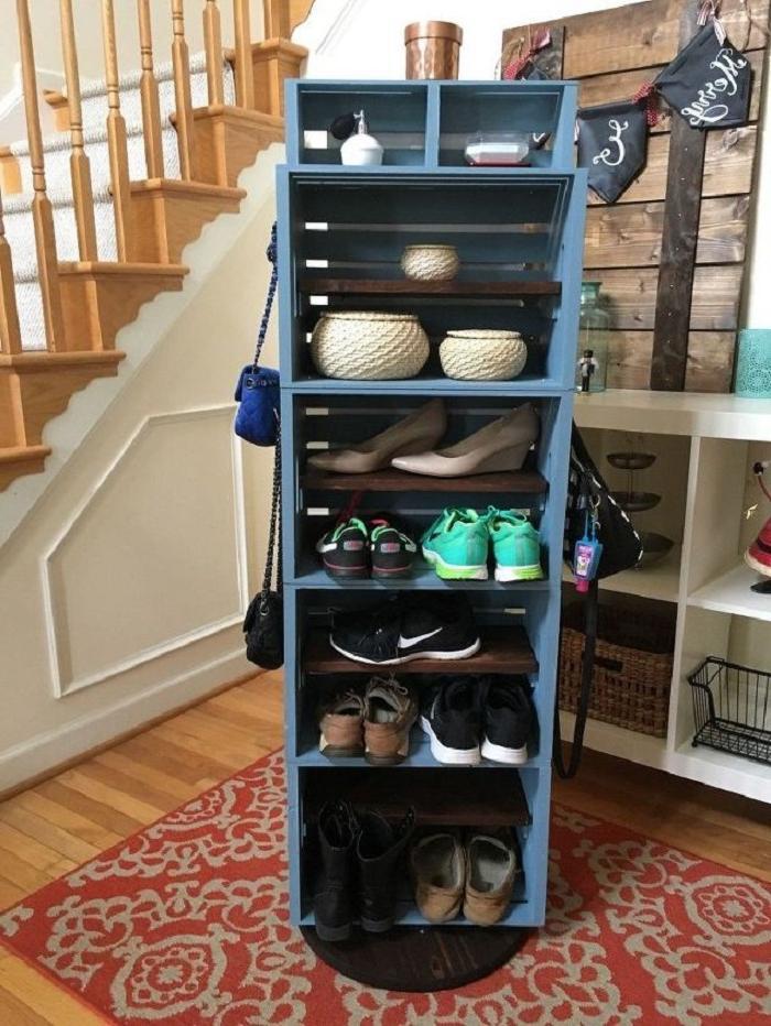 Взяла старые ящики и сделала крутящуюся этажерку с зеркалом: фото результата и инструкция