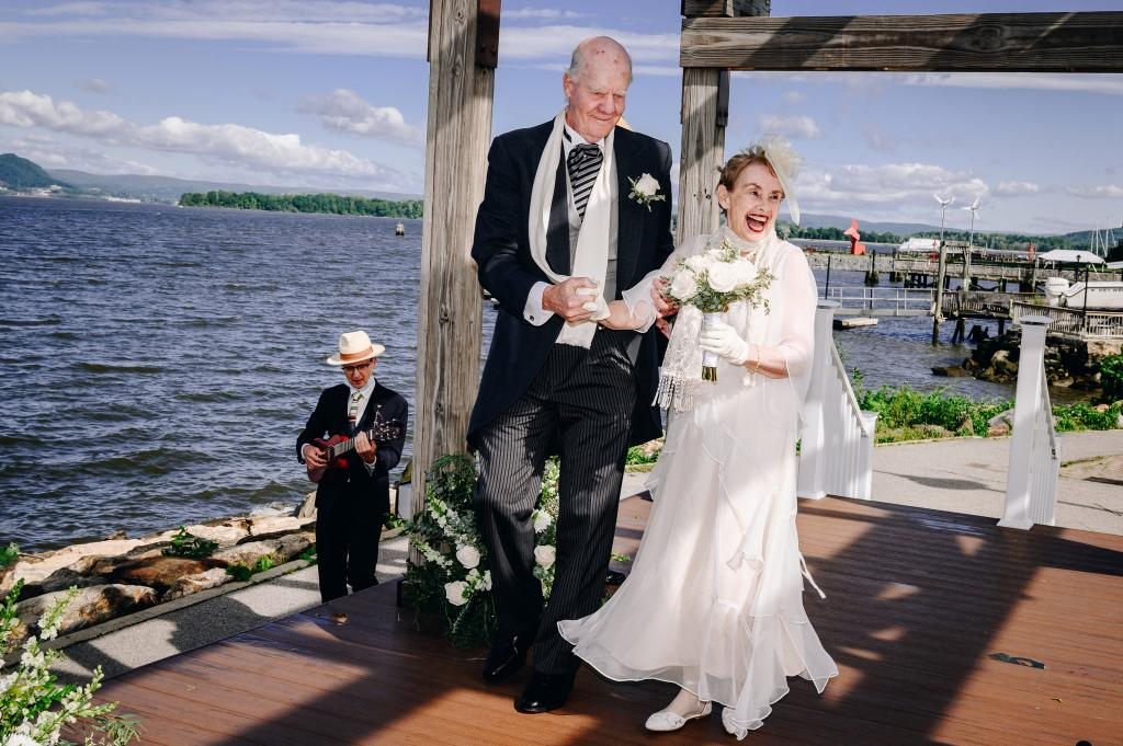 В 78 лет женщина надела свадебное платье и вышла замуж. Чем она покорила жениха