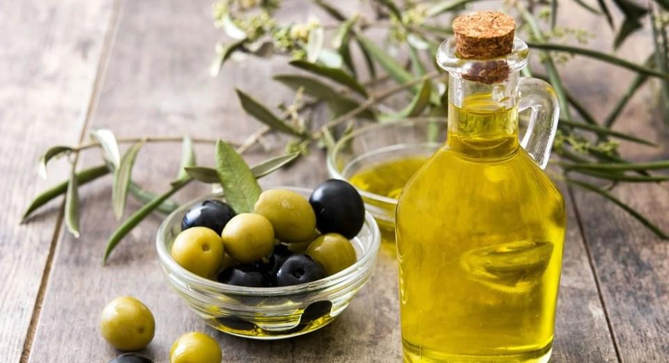 Подруга из Италии рассказала, как использует оливковое масло в быту, в огороде и для здоровья: борется с тлей, очищает поверхности и не только