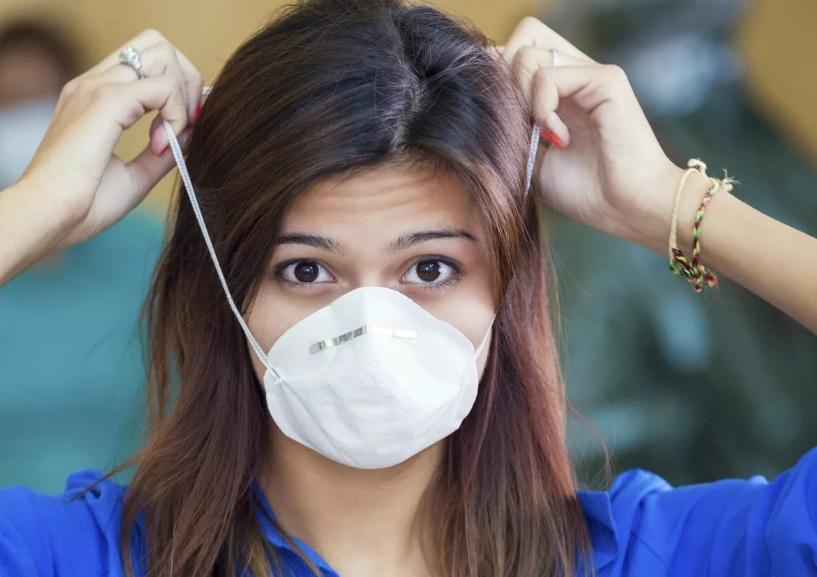 Ученые из Атлантического университета Флориды сравнили три типа масок и рассказали, какие защищают лучше от распространения COVID-19