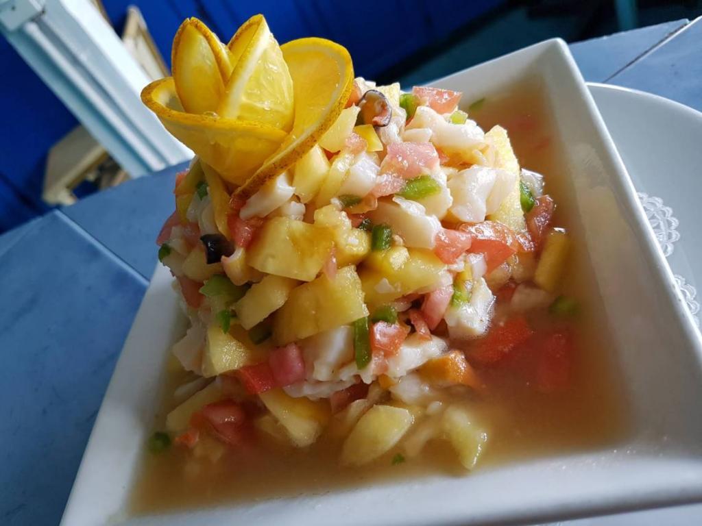 Вышла в отпуск и решила приготовить острый салат с мидиями, что пробовала в прошлом году в тропиках. Получилось вкусно и освежающе