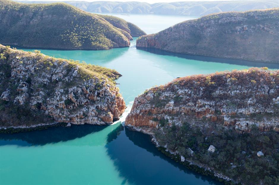 Разнообразные пейзажи необъятных уголков Австралии: пляжи, скалы, ущелья (фото)