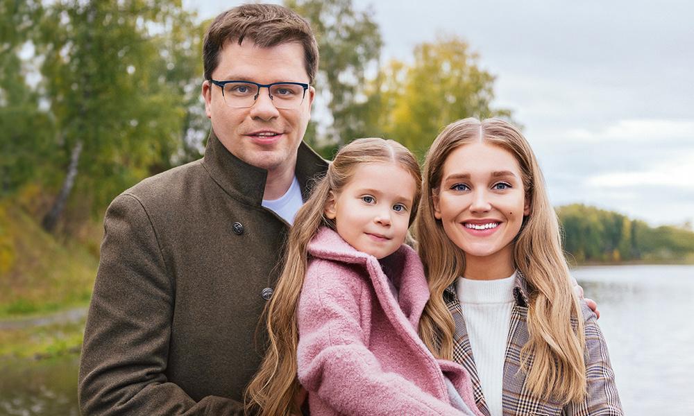 Постройневший юморист и дочь с грустными глазами: новое фото Гарика Харламова вызвало резонанс среди его поклонников