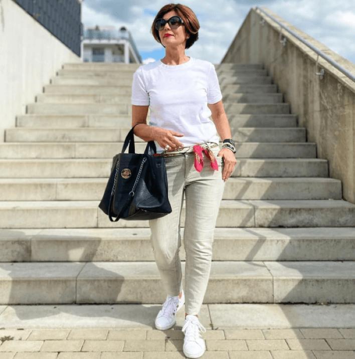 Наряды, которые сейчас носят стильные женщины 50+. Белый цвет все так же в моде: смотреть не налюбоваться (фото)
