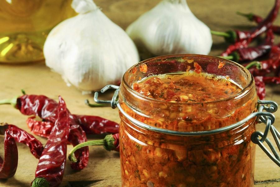 Делаю сухую заправку из томатов и перца: она придает моим блюдам свежести, аромата и пикантности