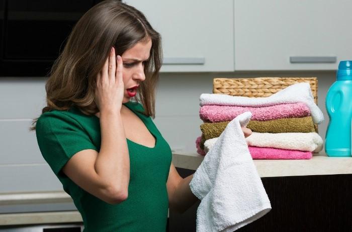 А я не расстраиваюсь, когда полотенца становятся потрепанными: я из них шью мягкие тапочки, массажные перчатки и не только