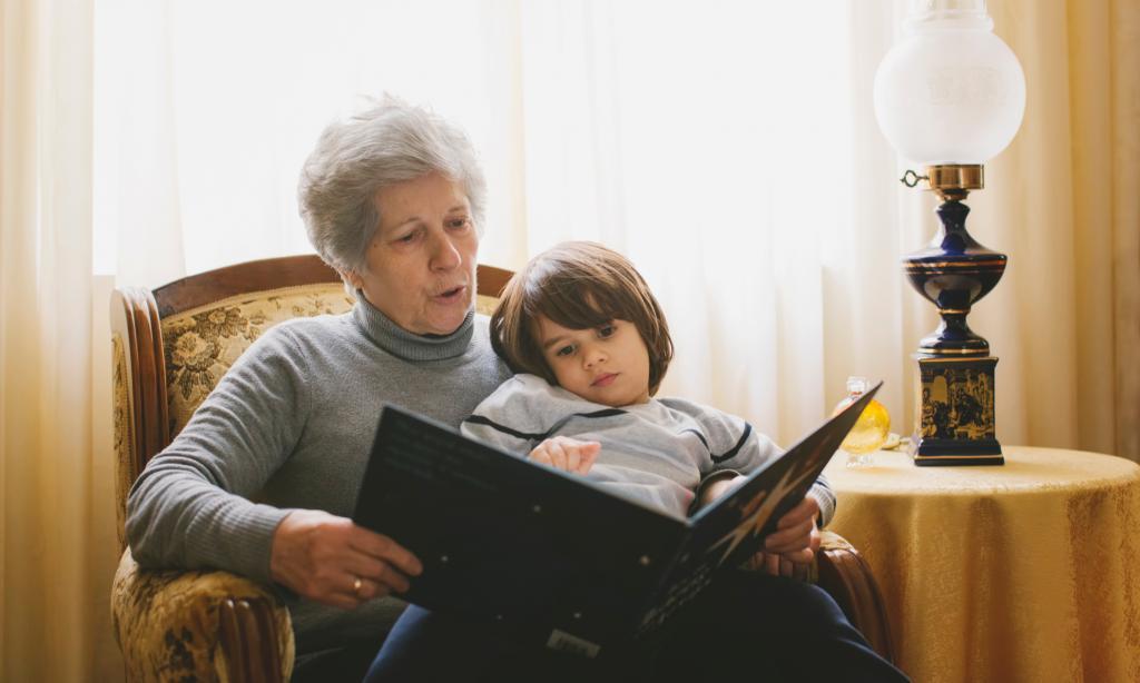 Почему в еврейских семьях никто не дает бабушкам воспитывать детей (наблюдала за несколькими семьями - абсолютно у всех так)