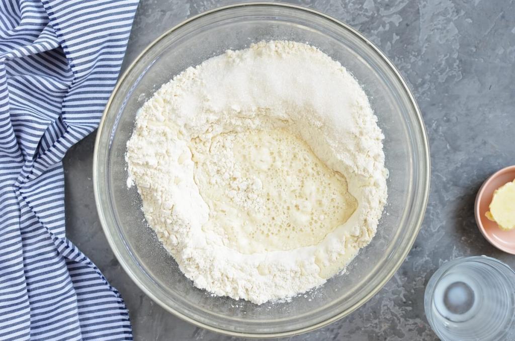 Пяти ингредиентов достаточно, чтобы приготовить пышные булочки. Они получаются даже у начинающей хозяйки