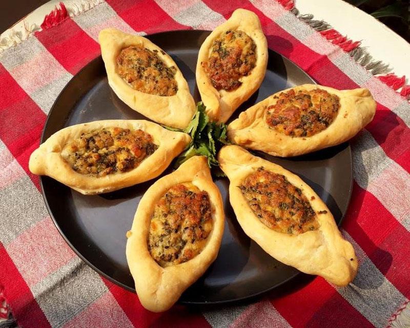 Люблю побаловать домашних выпечкой и подбираю новые рецепты: арабские пирожки с сыром и мятой пошли на  ура : фото приготовления пошагово