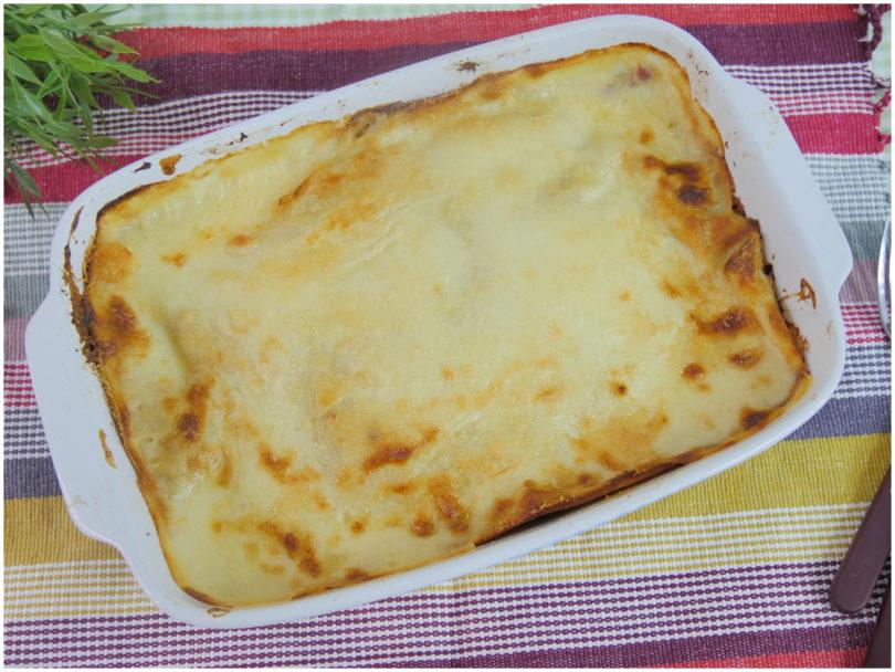 Специальных макарон для лазаньи дома не оказалось, поэтому решила приготовить с блинами: простой рецепт