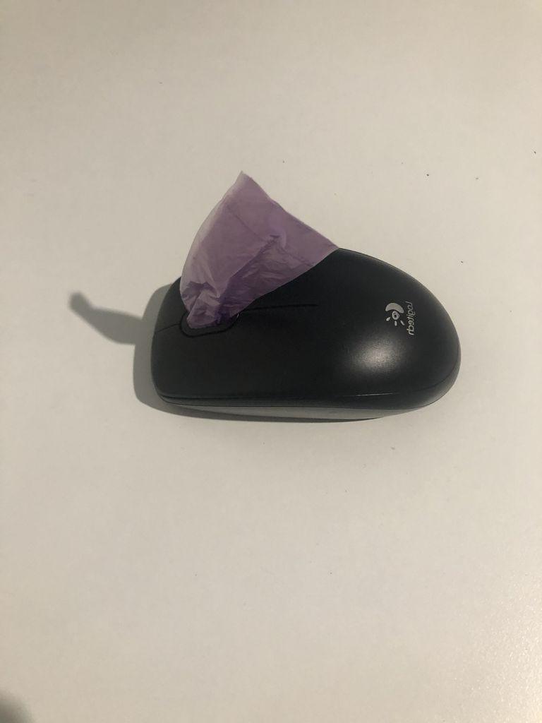 Пакетом с пакетами больше не пользуюсь: подруга научила делать удобный гаджет из компьютерной мышки