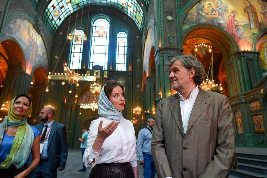 Олицетворение силы, таланта и веры : режиссер Эмир Кустурица посетил храм Вооруженных сил РФ и пришел в восторг от увиденного