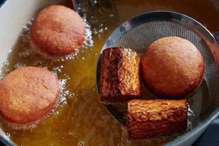 При жарке всегда кладу в масло пару кусков моркови: так пища никогда не станет обугленной и неаппетитной