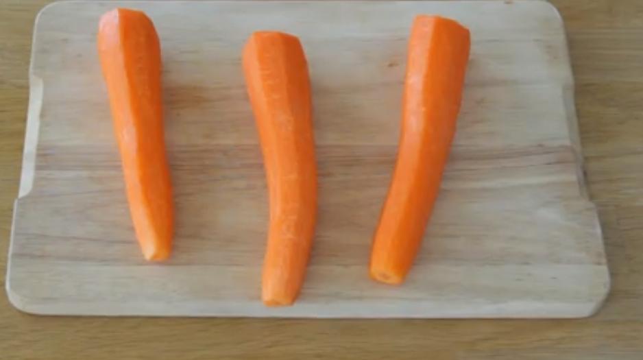 Удивила домашних своими розочками из морковки с сыром: сроду овощи не ели, а тут умяли целый противень (рецепт)