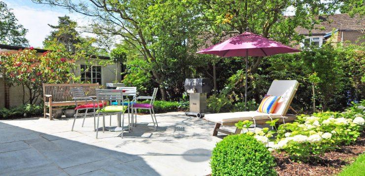 Аллея, забор, газон: ландшафтный дизайнер дал 5 практических советов, как обустроить свой садовый участок