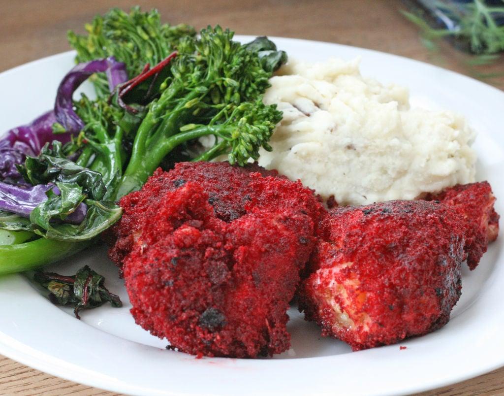 Жареная курочка а-ля красный бархат: эффектный способ подачи куриных ножек