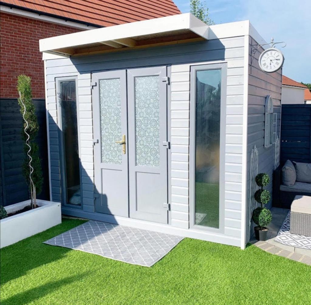 Мужчина построил маленький домик во дворе: соседи захотели себе такой же, когда узнали, для чего он