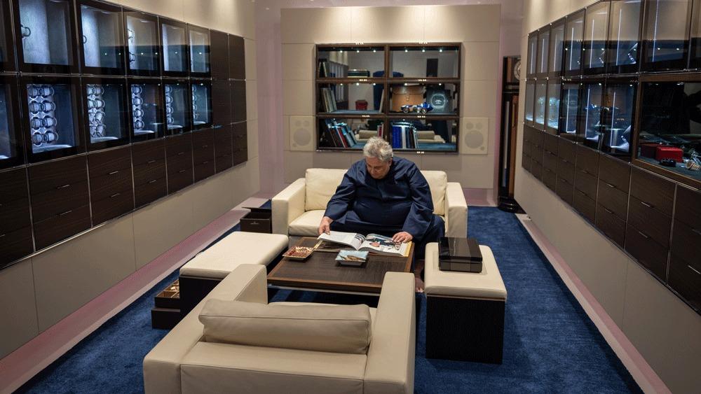 Мужчина потратил несколько лет, чтобы создать комнату-сейф для своей коллекции наручных часов: а их у него более 1000