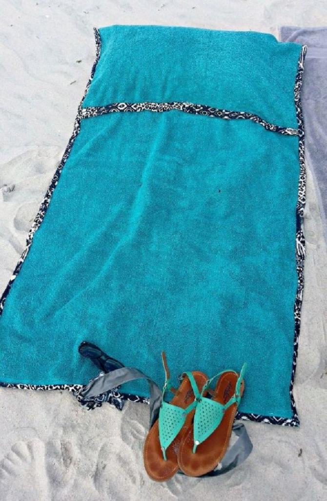 Как сделать пляжную подстилку с подушкой и ручками. Лично мне понадобился 1 час времени и старое полотенце