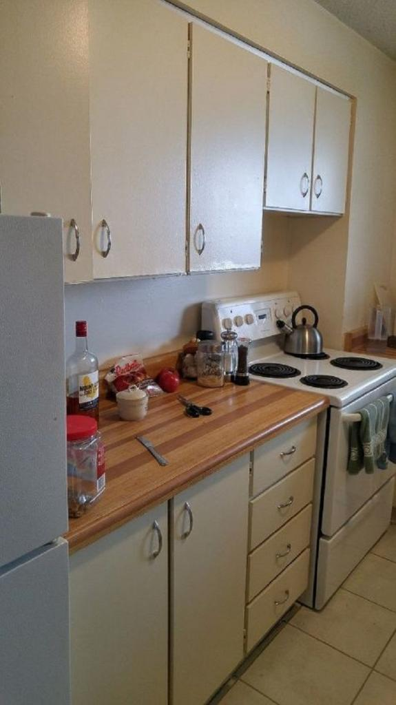 Преобразила старую кухню в арендуемой квартире моего парня: ему и хозяину очень понравился результат