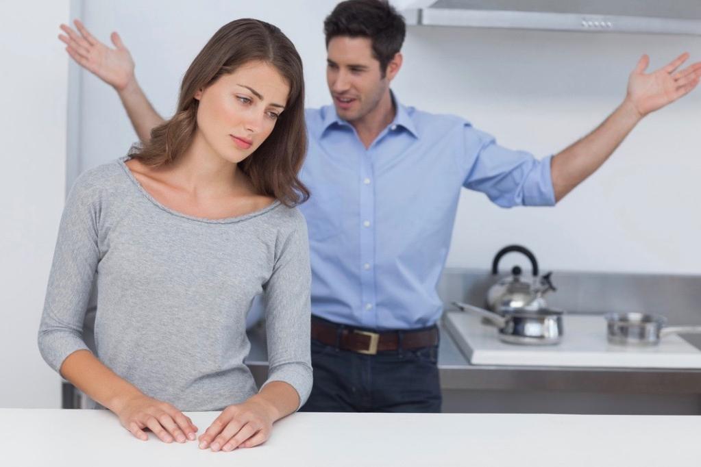 Женщина пришла к священнику и сказала, что не может больше жить с мужем. Тогда он посоветовал ей испечь хлеб и снова прийти к нему