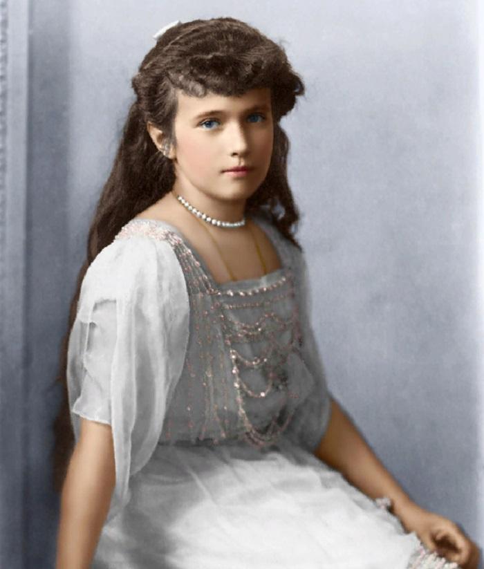 После 1918 года несколько женщин выдавали себя за Анастасию Романову. Фото и история одной из них меня всерьез озадачило (сходство - налицо)