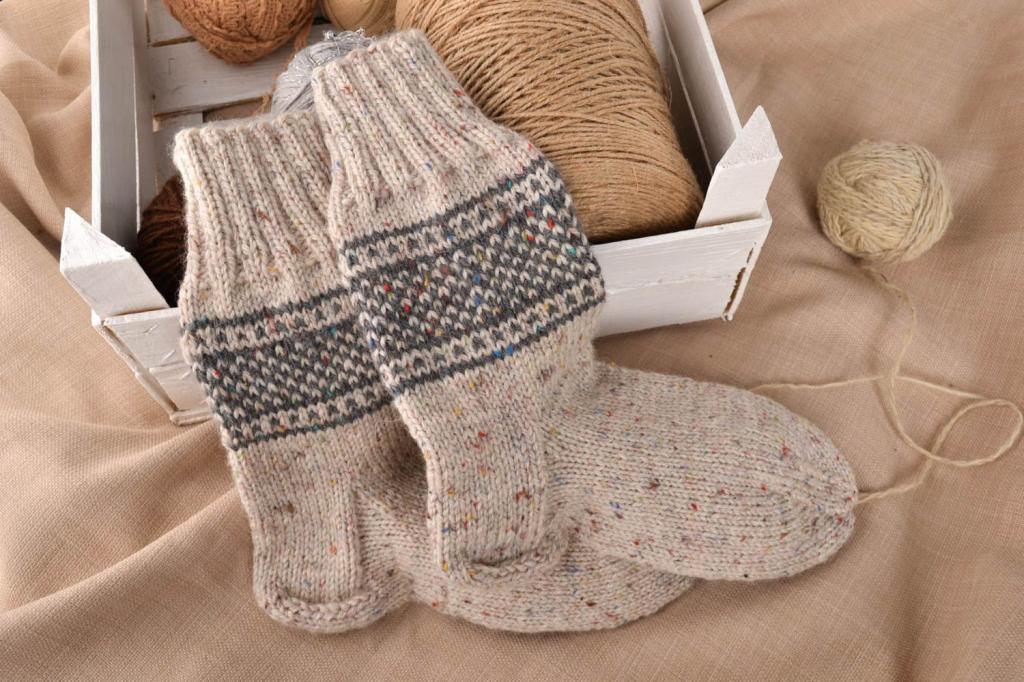 Женщина просила купить для мужа несуразные шерстяные носки: я купила, хотя носить их было некому
