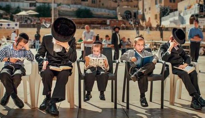 Капля меда в книге. Как поступают еврейские родители, если их ребенок не хочет учиться читать