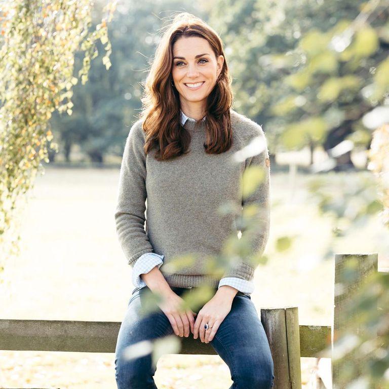 Кейт Миддлтон весьма необычно поддерживает участвующих в социальном проекте Hold Still: она оставляет комментарии к постам под псевдонимом С