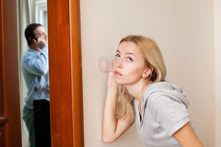 Посмотрела на себя со стороны - помогло: перестала ревновать своего мужчину к его бывшей