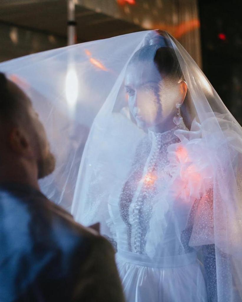 Вера Брежнева примерила свадебное платье. Нет-нет - вновь замуж она не выходит