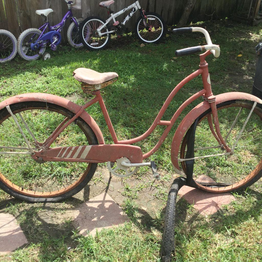 Сынишка нашел старый велосипед, которому лет 70. Муж решил его починить и сделал настоящую конфетку