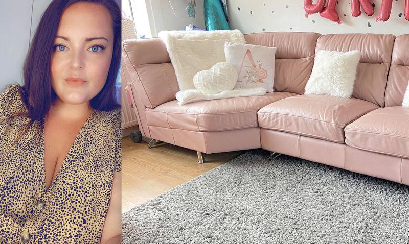 Умная мама вместо того, чтобы покупать новый диван, перекрасила обивку на старом: результат впечатляет