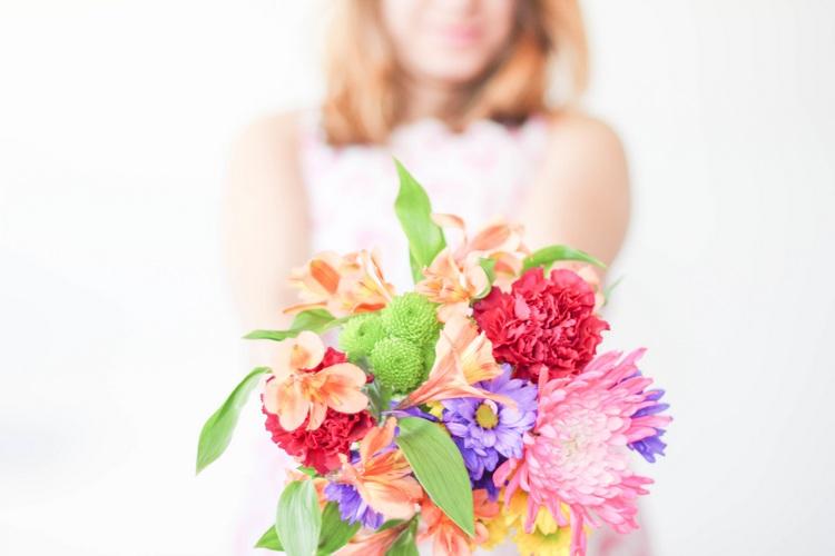 Психологи уверяют, что цветы   залог хорошего настроения. Чтобы снять стресс и подавленность, побалуйте себя букетом