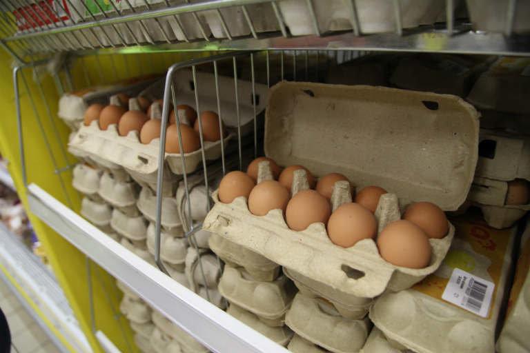 Пятнышки, на которые мало кто обращает внимание. Если вижу такие яйца в магазине, никогда не покупаю