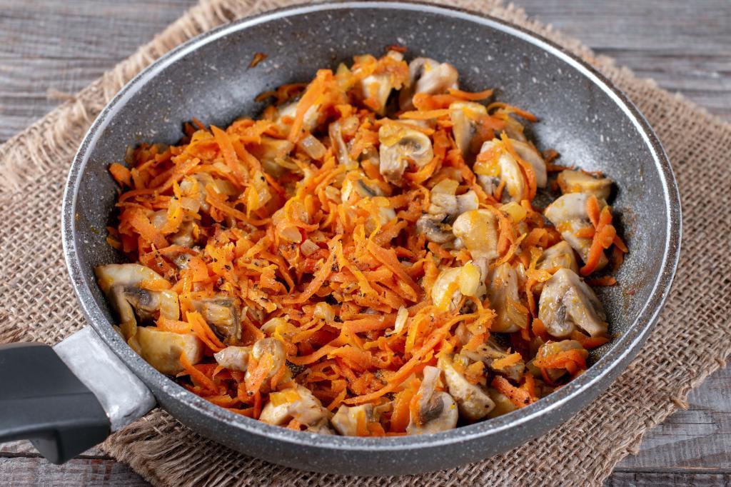 Подруга научила готовить грибной бургиньон с картофельным пюре: получается нереально вкусно
