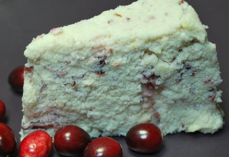 Из миндаля и клюквы я делаю необычный продукт, который по вкусу напоминает нежный сыр: рецепт идеально подойдет тем, кто решил отказаться от молочных продуктов