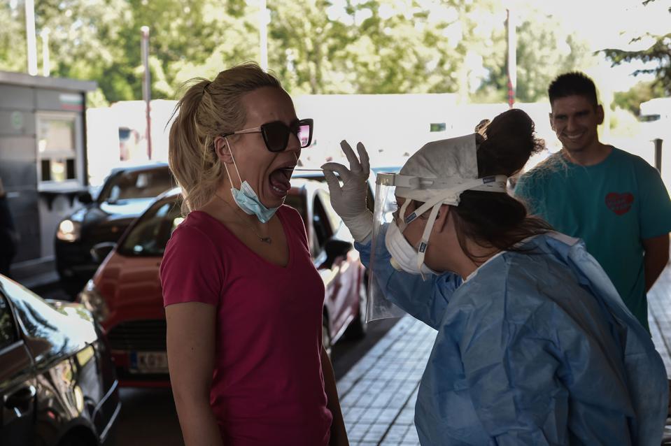 Головоломка для туристов: на каких границах потребуется тест на коронавирус для пересечения