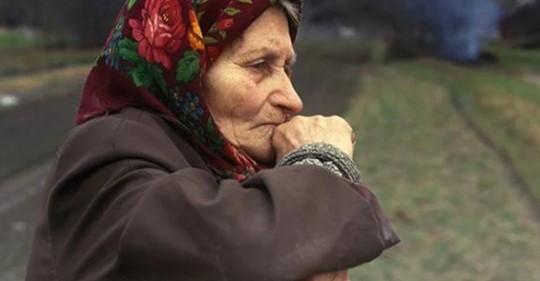 Дочкам от старенькой мамы нужны были только деньги. Приютила бабушку только невестка Руслана