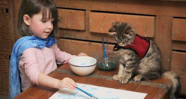 Шестилетняя девочка аутист удивляет своими волшебными картинами даже искусствоведов