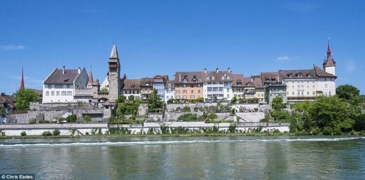 Богачи швейцарской коммуны предпочли заплатить огромный штраф, но не пустить к себе мигрантов