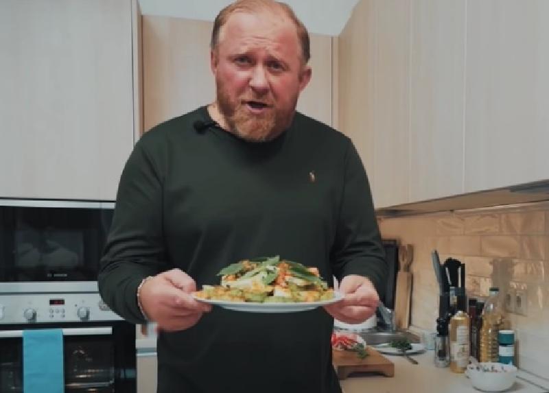 Аппетитная закуска из кабачка с жареным сыром - простой рецепт от шеф-повара Константина Ивлева
