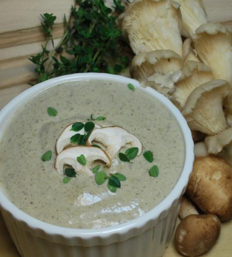 Сытный, нежный и очень вкусный: рецепт веганского крем-супа с орешками кешью и грибочками