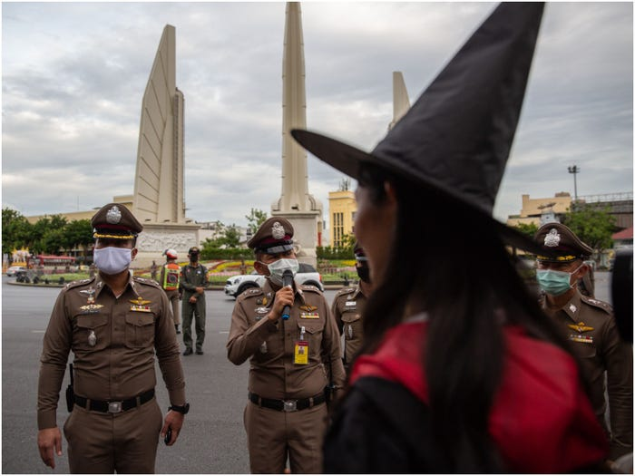 Антимонархисты придумали, как выразить протест против королевской власти в Таиланде: помог Гарри Поттер