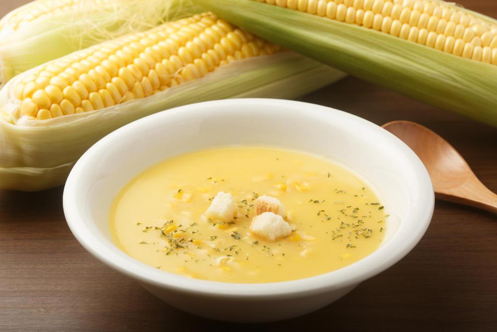 Когда поспевает кукуруза, дети просят приготовить крем суп: уж очень он вкусный